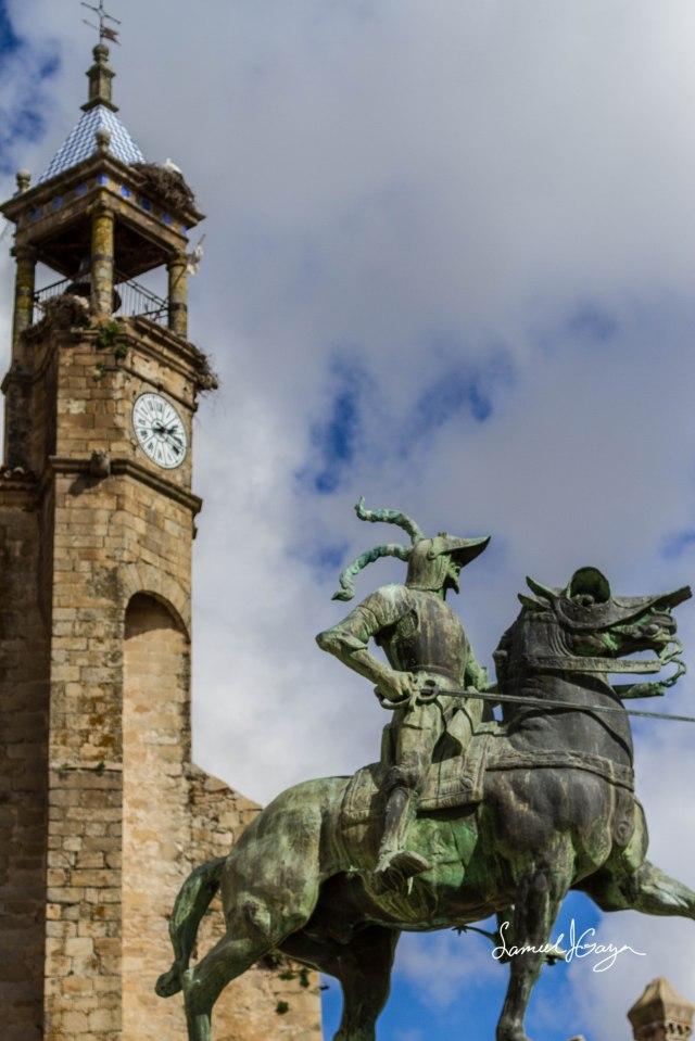 Statue of Francisco Pizarro.
